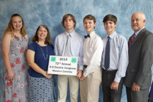 Pictures of 4-H Electric Congress members