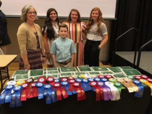 4-H'ers and winning ribbons